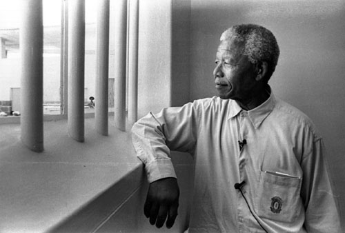 http://truthpraiseandhelp.files.wordpress.com/2009/11/mandela-revisits-robben-island-1994.jpg