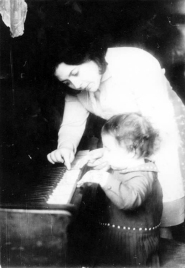 Nelly Berman with her then-2-year-old daughter at the piano.