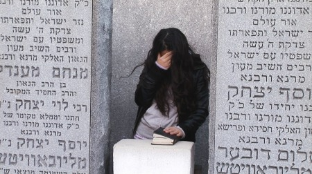 At Rebbe Schneerson's grave