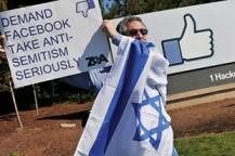 Israeli Phillip Pasmanick takes part in a protest at Facebook headquarters in Menlo Park on Oct. 14. photo/joyce goldschmid
