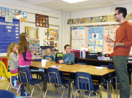 Ramah Service Corps fellow Eli Jacober (far right) with students at Hillel Day School in Farmington Hills, near Detroit